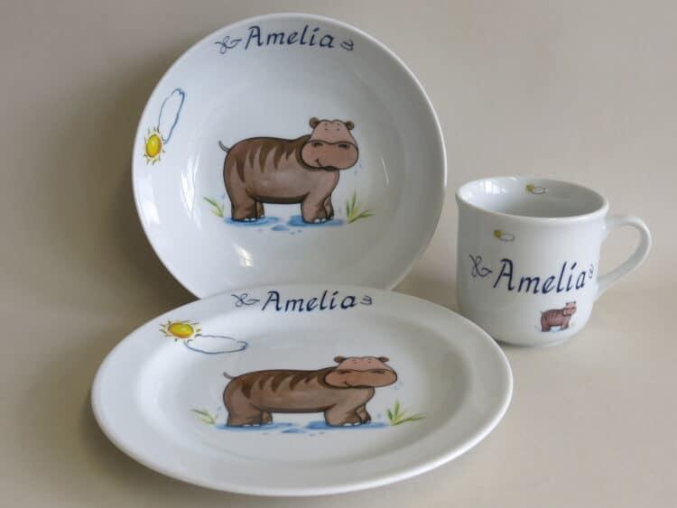 Kindergeschirr Porzellan Set, kleiner Becher 230ml, tiefe Schale 18cm und flacher Teller 19cm mit Nilpferd Sonne und Namen