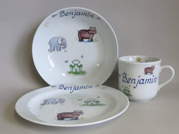 Kindergeschirr Porzellan Set, kleiner Becher 230ml, tiefe Schale 18cm und flacher Teller 19cm mit afrikanischen Tieren am Fluss und Namen