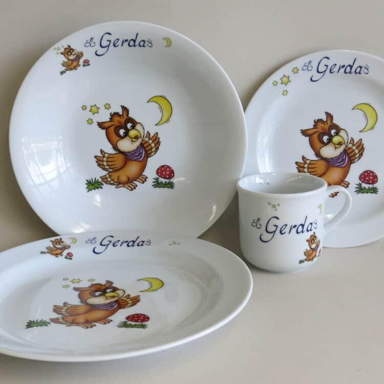 Kindergeschirr Porzellan Set, kleiner Becher 230ml, flacher Teller 19cm, Essteller flach 24cm und tiefer Teller 22cm mit Eule und Namen
