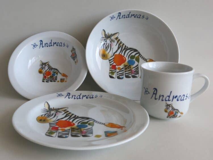 Kindergeschirr Porzellan Set, kleiner Becher 230ml, Müslischüssel 16cm, tiefe Schale 18cm und flacher Teller 19cm mit Zebra und Namen