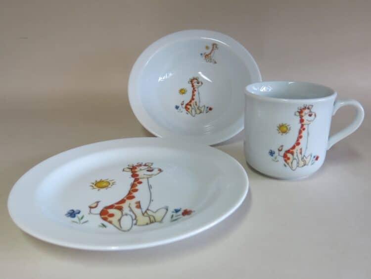 Kindergeschirr Porzellan Set, kleiner Becher 230ml, Müslischüssel 16cm und flacher Teller 19cm mit Babygiraffe