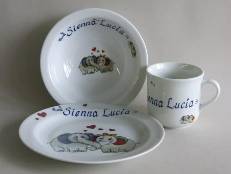 Kindergeschirr Porzellan Set, kleiner Becher 230ml, Müslischüssel 16cm und flacher Teller 19cm mit Elefantenpaar und Doppelnamen