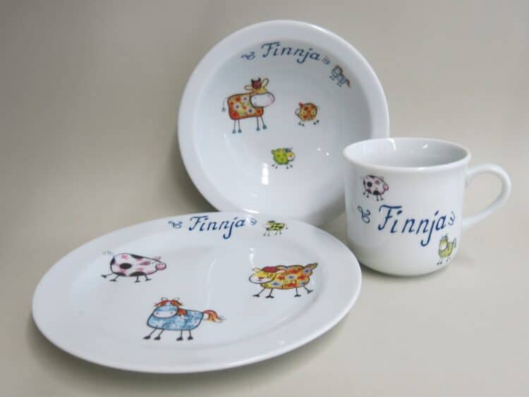 Kindergeschirr Porzellan Set kleiner Becher 230ml, Müslischüssel 16cm und flacher Teller 19cm mit Farm kunterbunt alle Farmtiere alle Farben und Namen