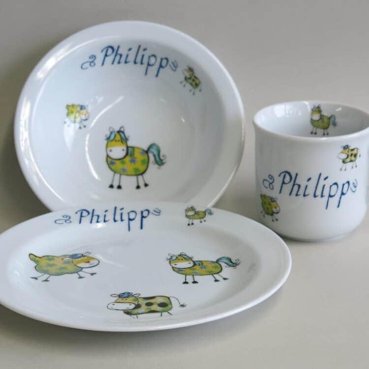 Kindergeschirr Porzellan Set kleiner Becher 230ml, Müslischüssel 16cm und flacher Teller 19cm mit Farm kunterbunt alle Farmtiere in gelb und Namen