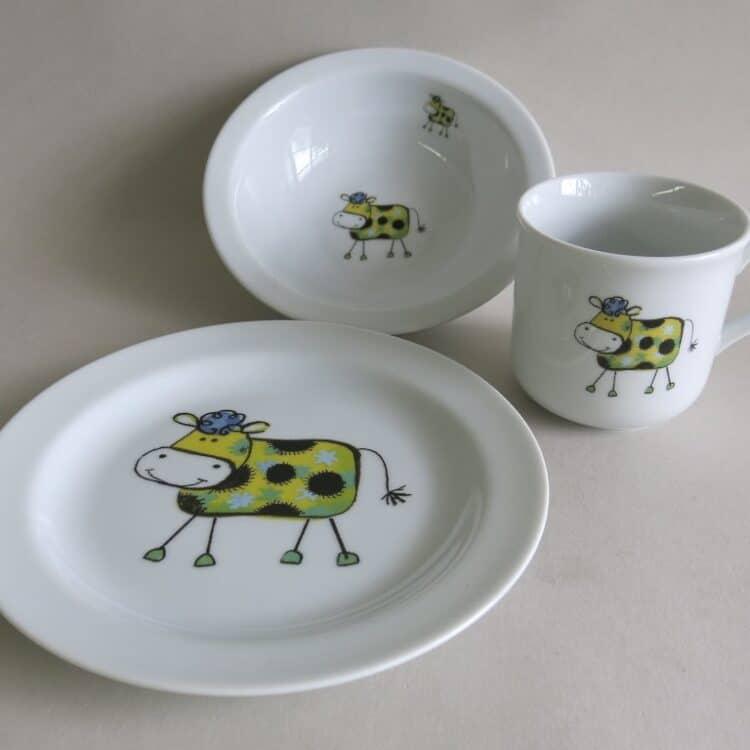 Kindergeschirr Porzellan Set kleiner Becher 230ml, Müslischüssel 16cm und flacher Teller 19cm mit Farm kunterbunt gelbe Kuh Fleckli