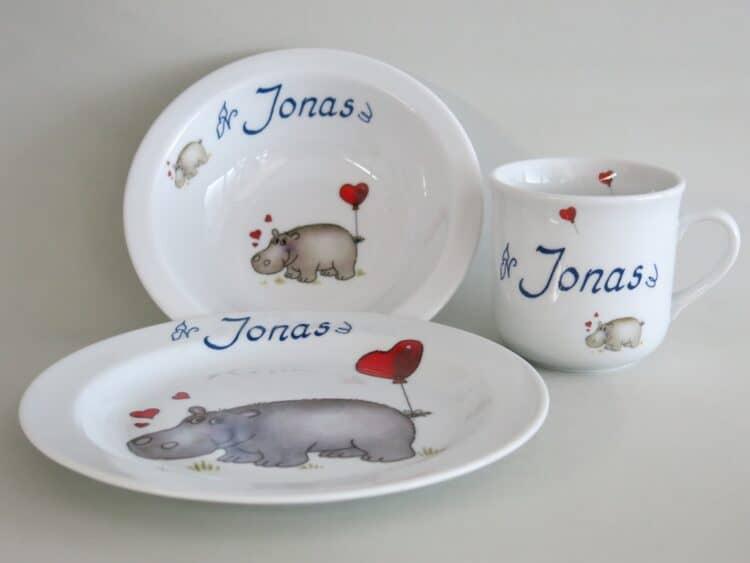 Kindergeschirr Porzellan Set, kleiner Becher 230ml, Müslischüssel 16cm und flacher Teller 19cm mit Nilpferd Herz und Namen