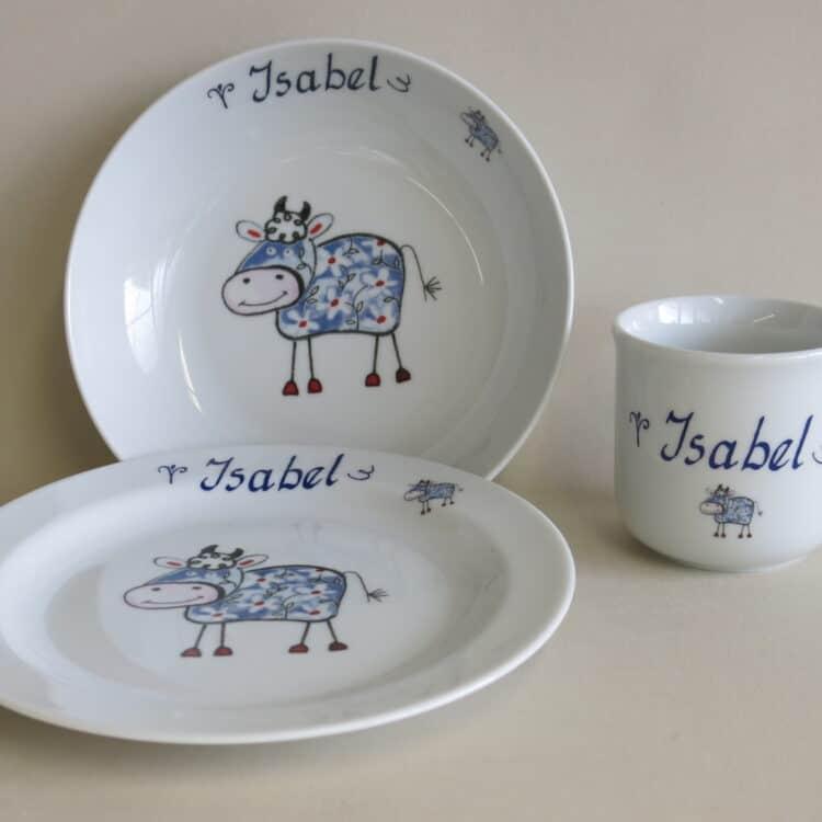 Kindergeschirr Porzellan Set, kleiner Becher 230ml, tiefe Schale 18cm und flacher teller 19cm mit Farm kunterbunt mit blauer Kuh Edelweiß und Namen