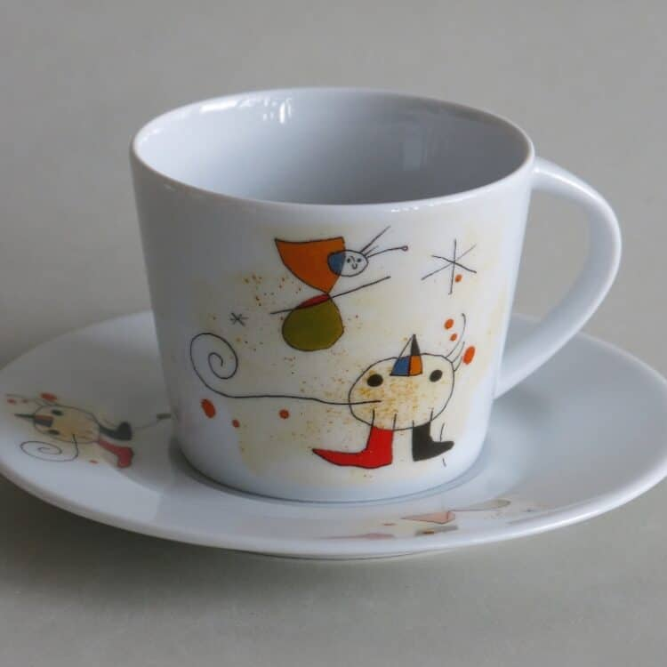 Moderne Porzellan Tasse Clio mit Motiv nach Miro Vogel
