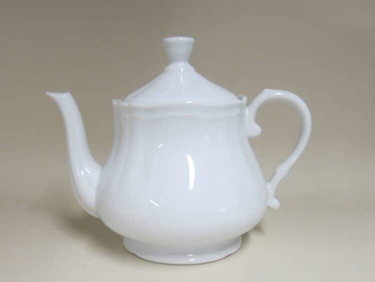 Teekanne 1,1 l mit Barockrändchen aus weißem Porzellan