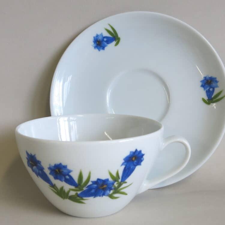 Große, moderne Porzellan Teetasse 300 ml mit Untertasse Carlo blauem Enzian
