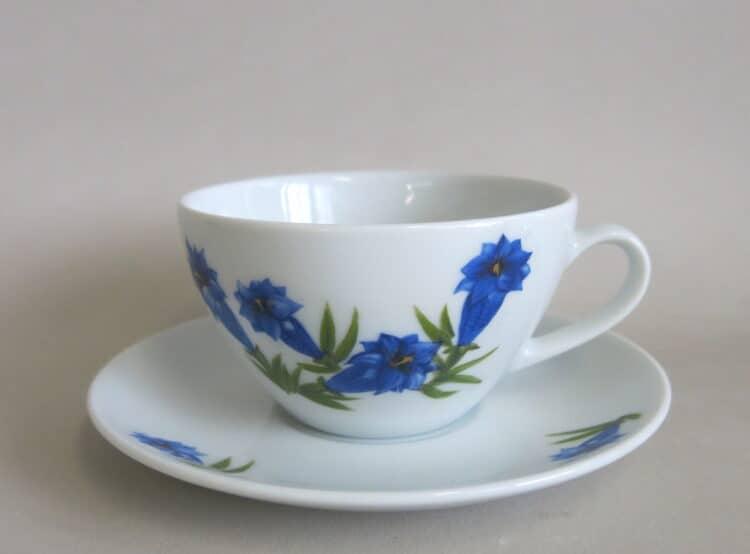 Teetasse Carlo 170 ml mit Untertasse und Motiv blauem Enzian
