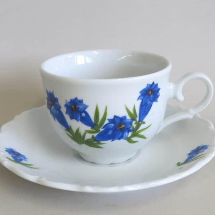 Verspielte Teetasse mit Untertassse Porzellan mit Enzian