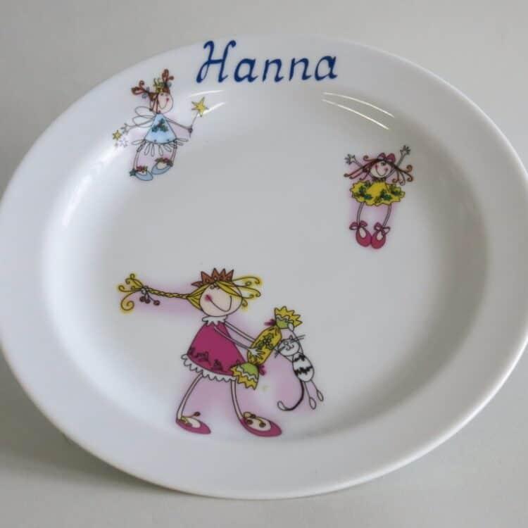 Frühstücksgeschirr Porzellan flacher Teller 19cm mit drei fröhlichen Mädchen und Namen ohne Schnörkel