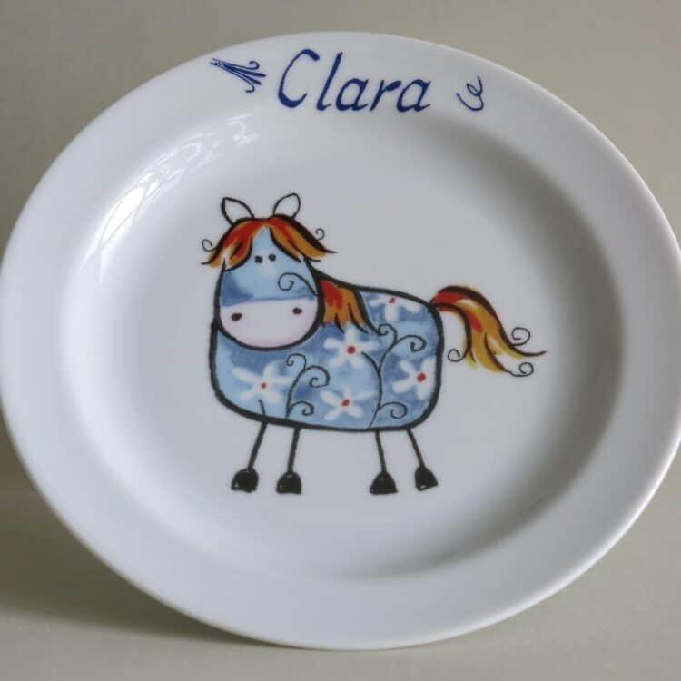 Kindergeschirr Porzellan flacher Teller 19cm Farm kunterbunt blaues Pferdchen Betty mit Namen