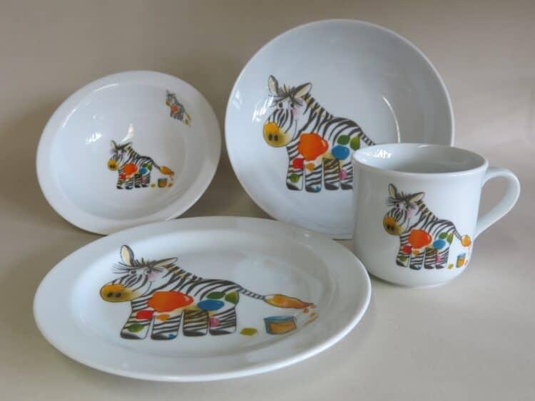 Kindergeschirr Porzellan Set, kleiner Becher 230ml, Müslischüssel 16cm, tiefe Schale 18cm und flacher Teller 19cm mit Zebra