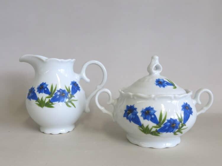 Zuckerdose und Milchgießer Ofelie mit blauem Enzian