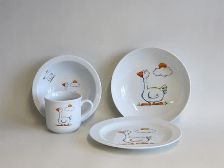 Frühstücksgeschirr Porzellan Set, kleiner Becher 230ml, Müslischüssel 16cm, tiefe Schale 18cm und flacher Teller 19cm mit Gans