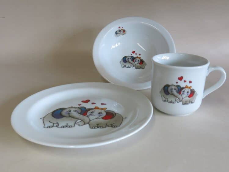 Kindergeschirr Porzellan Set Becher, Teller und Müslischüssel Elefantenpaar