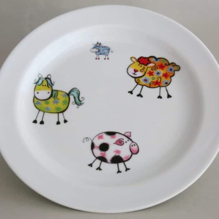 Kindergeschirr Porzellan flacher Teller 24cm Farm kunterbunt alle Farmtiere alle Farben