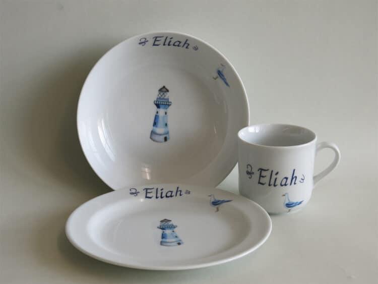 Kindergeschirr Porzellan Set kleiner Becher 230ml, tiefe Schale 18cm und flacher Teller 19cm mit blauem Leuchtturm und Namen