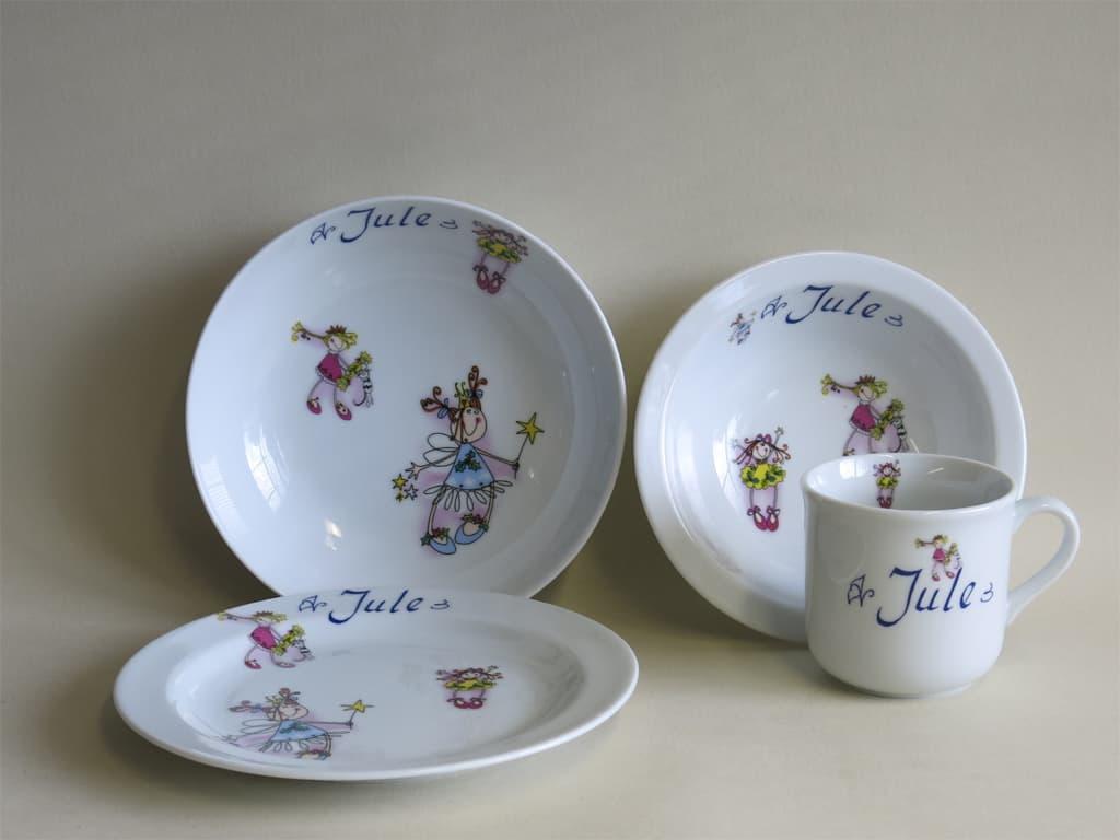 Frühstücksgeschirr Porzellan Set, kleiner Becher 230ml, Müslischüssel 16cm, tiefe Schale 18cm und flacher Teller 19cm mit drei fröhlichen Mädchen und Namen