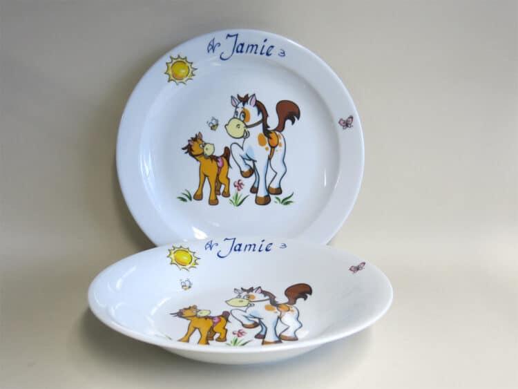 Kindergeschirr Porzellan Set flacher Teller 24cm und tiefer Teller 22cm mit Pferd und Pony und Namen