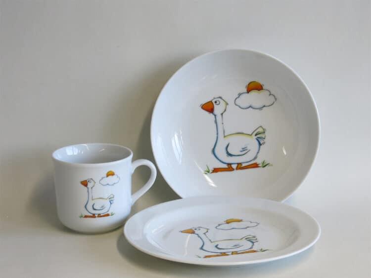 Kindergeschirr Porzellan Set, kleiner Becher 230ml,tiefe Schale 18cm und flacher Teller 19cm mit Gans
