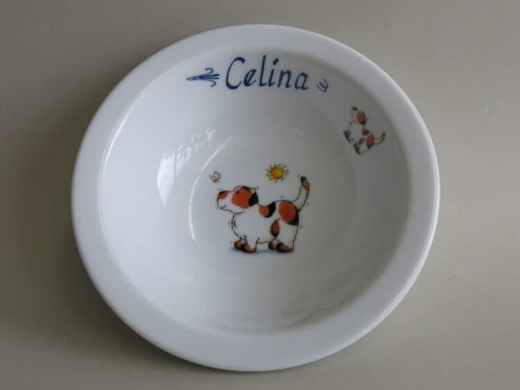 Weiße Müslischüssel 16 cm aus Porzellan mit Namen und Hündchen mit Biene personalisiert