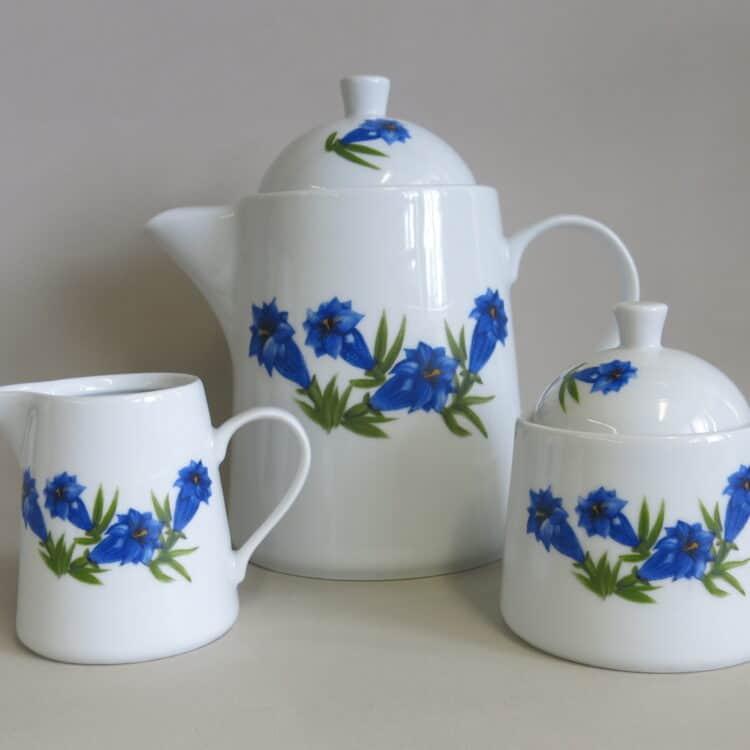 Porzellan Zuckerdose, Milchgießer und Teekanne Opty mit blauem Enzian