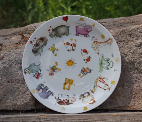 Alle lustigen Tieremotive für Kindergärten auf einem Teller