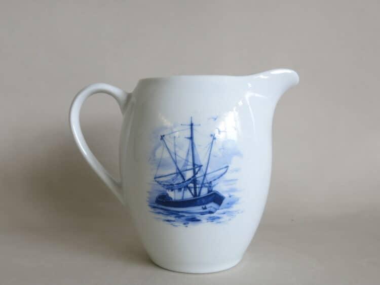 Porzellan Milchgießer Olympia mit Segelschiff