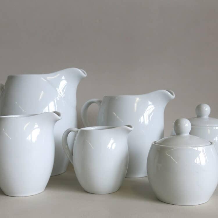 Weiße Porzellan Krüge 1 l, 500ml , 250 ml, 150 ml und 2 Zuckerdose Olympia