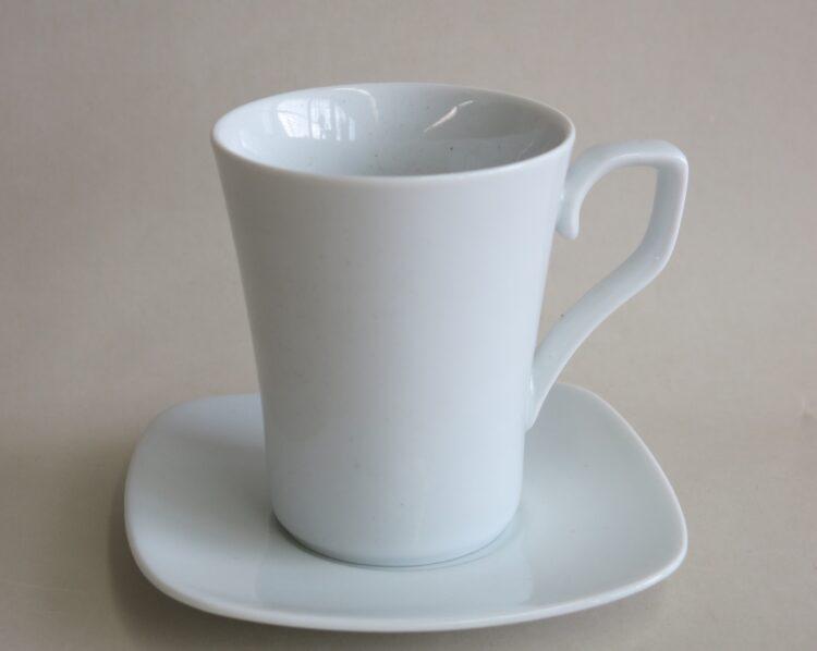 Weiße Porzellanserie Timon Tasse 250 ml und viereckiger Unterteller
