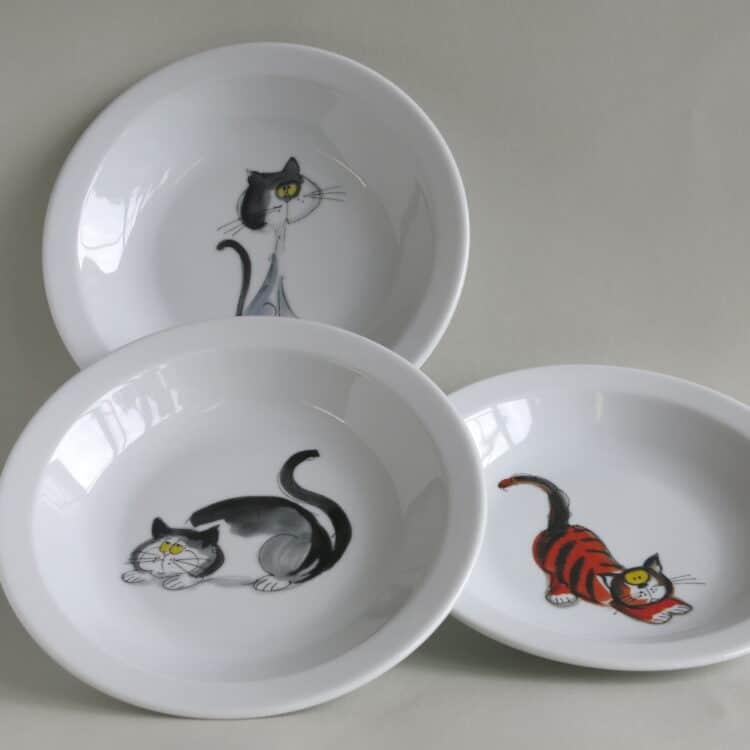 Lustige Hunde und freche Katzen