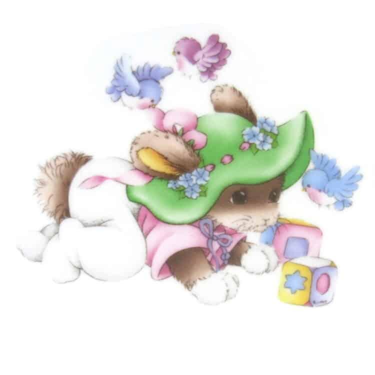 Motiv spielendes Kaninchen mit grünem Blumenhut und Vögeln