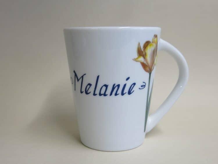 Namenstasse Porzellan Becher Clio mit moderner Tulpe gelb und Namen