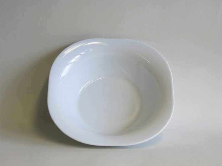 Weiße Porzellanschüssel mit Fahne Schüssel viereckig 26 cm