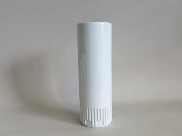 Schmale Porzellanvase aus weißem Porzellan