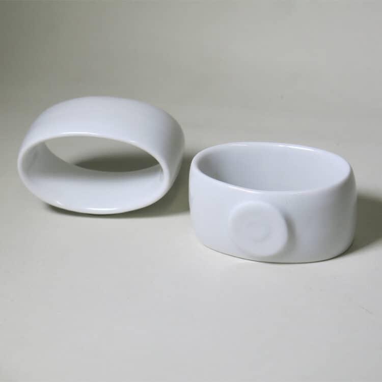 Serviettenring aus weissem Porzellan