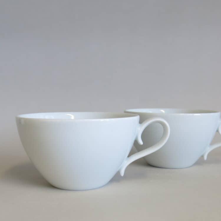 Weiße Teetasse Carlo mit abweichendem Henkel