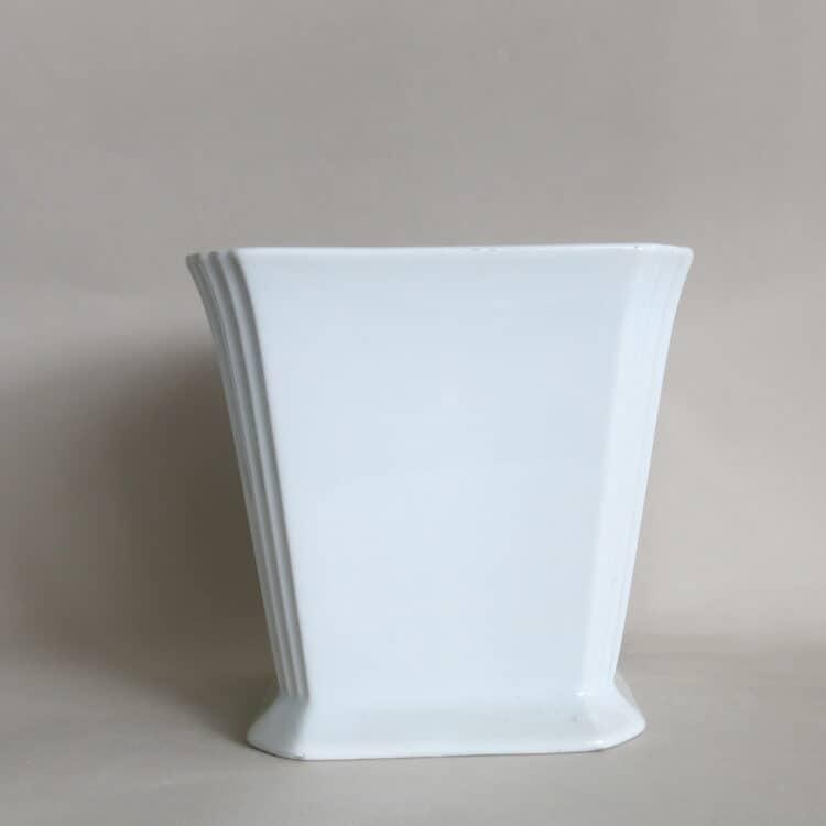 Weißer Porzellanübertopf viereckig