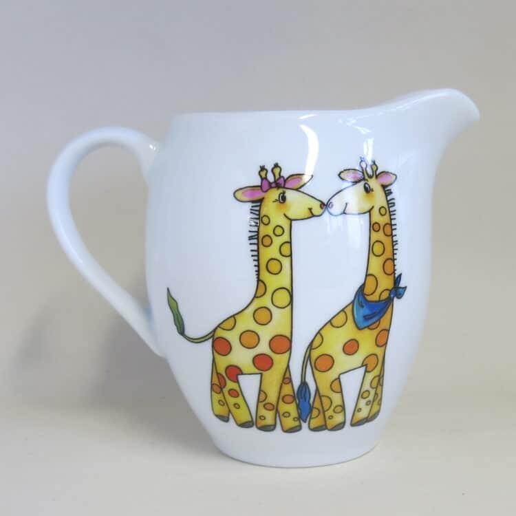 Weißer Porzellankrug für Kindergärten mit Giraffenpaar