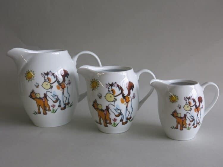 Porzellankrug und Milchgießer Olympia mit Pferdchen und Pony