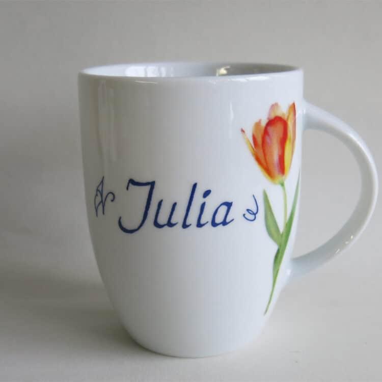 Namenstasse Porzellan rundlicher Becher 260ml mit moderner Tulpe geflammt und Namen