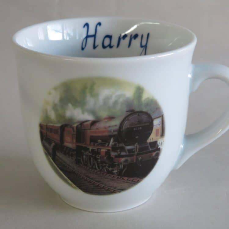 Namenstasse Porzellan großer Becher 400ml mit Eastnor Castle Eisenbahn und Namen ohne Schnörkel innen