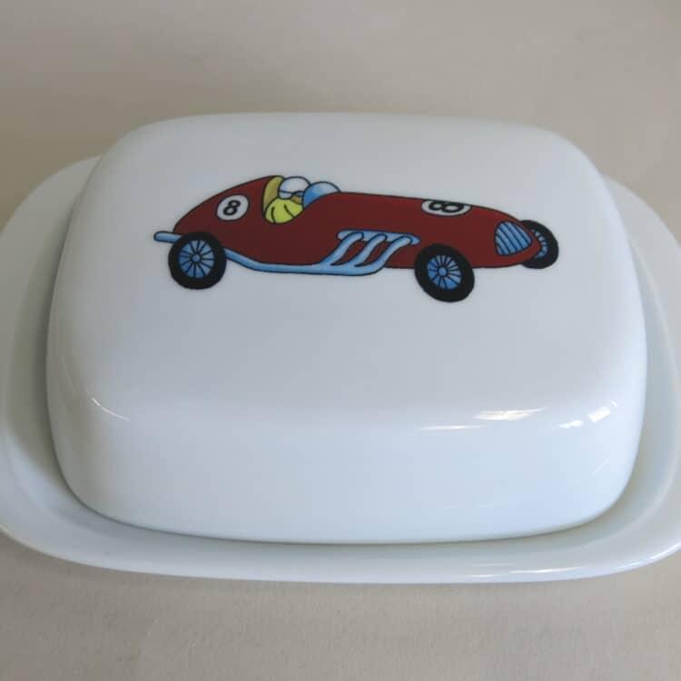 Butterdose aus weißem Porzellan mit rotem Rennauto