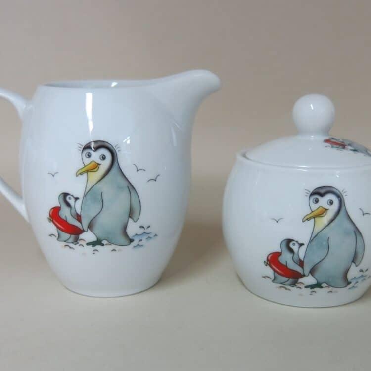 Pinguine auf weißen Porzellan: Zuckerdose und Miclhgießer