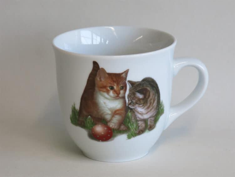 Frühstücksgeschirr Porzellan großer Becher Mirek 400ml mit 2 Kätzchen und Ball