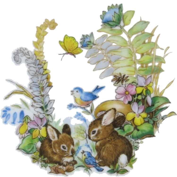 Kaninchenbabies im Wald mit Schmetterling Vogel und Blumen