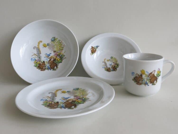 Set Komplett aus Müslischüssel 16 cm Schale 18 Teller 19 cm und Becher 230 ml mit Kaninchenbabies , Vogel und Schmetterling im Wald